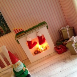 I love the Winter Lundby Decorations! #LundbyMakeover